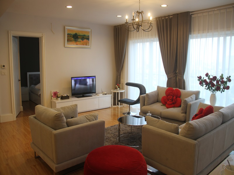 Nice apartment with 03 bedrooms for rent in GOLDEN WESTLAKE on Thuy Khue, Ba Dinh