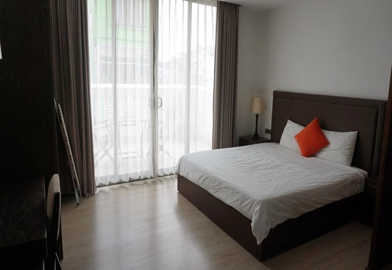 Balcony 01 bedroom apartment for rent in Truong Han Sieu, Hoan Kiem