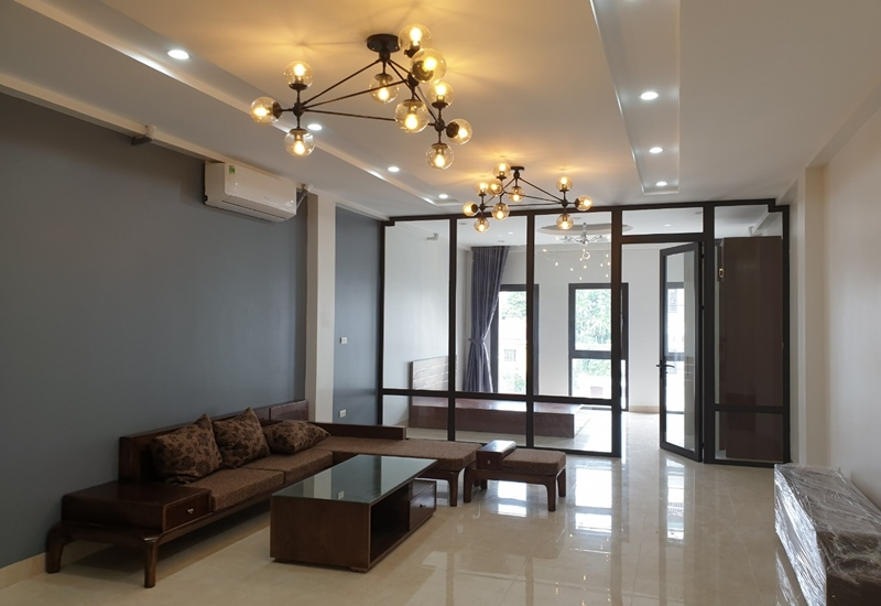 Balcony apartment with 01 bedroom in Ngoc Thuy, Long Bien