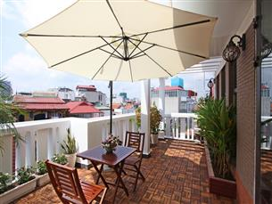 Big balcony & garden apartment for rent with 01 bedroom in Dao Tan, Ba Dinh