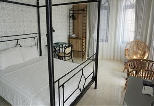 Balcony studio for rent with 01 bedroom in Ngoc Thuy, Long Bien